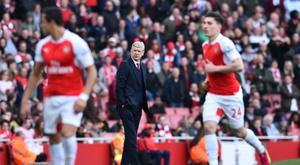 Arsène Wenger está viviendo sus horas más duras como técnico del Arsenal. Archivo/AFP/EFE