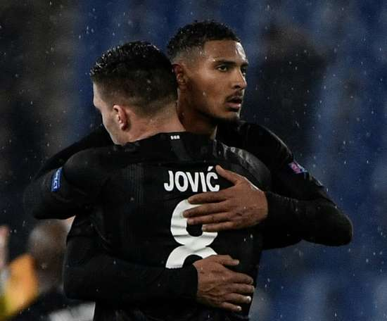 Eintracht put Jovic up for sale and 'forget' about Barca. AFP