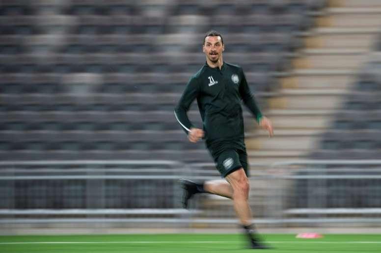 Ibrahimovic ya entrenó con su equipo. AFP