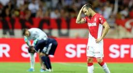 Cesc Fábregas fue sustituido en la Copa de la Liga por lesión. AFP