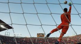 Vaclík valoró su primer año en Sevilla y a algunos compañeros. AFP