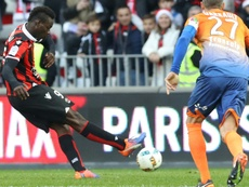 Nice forward Mario Balotelli (L) shoots a penalty to score against Dijon. AFP
