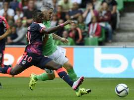Saint-Etiennes French midfielder Fabien Lemoine (R) vies for the ball with Bordeauxs French forward Henri Saivet (L) during the French L1 football match on August 15, 2015 in Saint-Etienne, central France