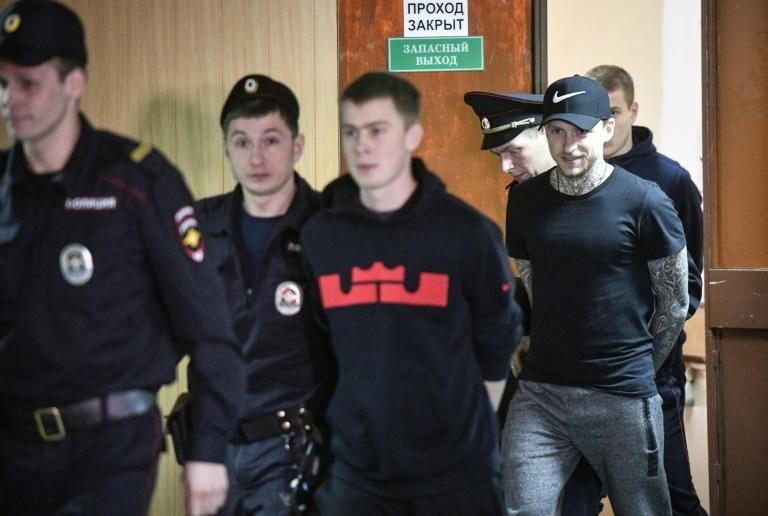 Dos futbolistas rusos fueron condenados a un año y medio de prisión
