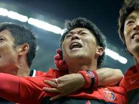 Urawa Reds forward Yuki Muto (centre) celebrates a goal. BeSoccer