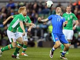 Slovakias midfielder Marek Hamsik (R) controls the ball during the international friendly football match between Republic of Ireland and Slovakia at Aviva Stadium in Dublin on March 29, 2016