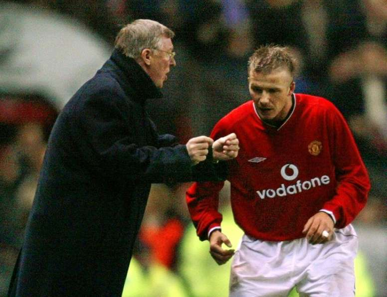 Forlán dio veracidad a la famosa pelea entre Beckham y Ferguson. AFP