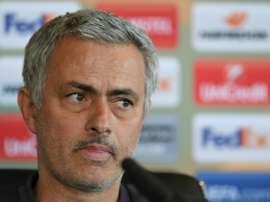 Suspensão de Fellaini deixa apenas dois meias para Mourinho: Carrick e Ander Herrera. AFP