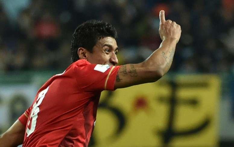 No sólo el Guangzhou hará caja con Paulinho. AFP