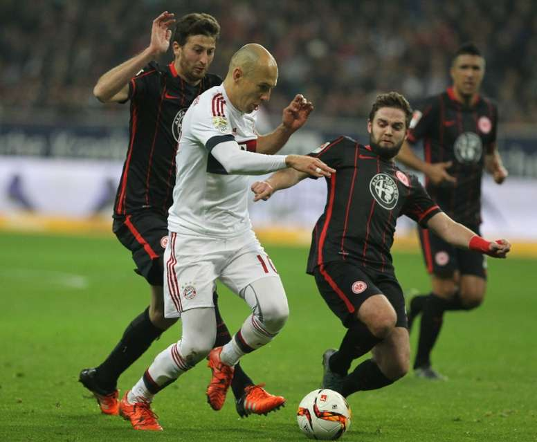 David Abraham (Izquierda) ha disputado un total de 12 partidos con el Eintracht esta temporada. AFP
