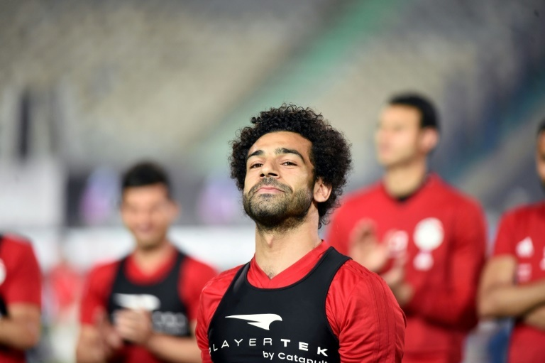 Mohamed Salah rassure le président Sissi sur son épaule — Egypte