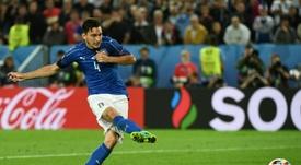 El Valencia sigue a Matteo Darmian, sin sitio en el United. AFP