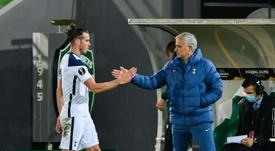 Mourinho secoue Gareth Bale. afp