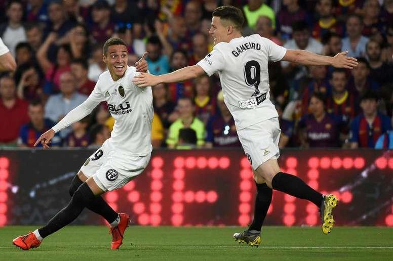 Según el Valencia, no hay gestiones para vender a Rodrigo. AFP