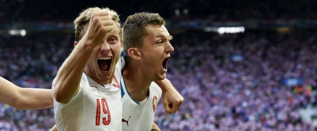 Czech Republics forward Tomas Necid (R) celebrates with Croatias midfielder Milan Badelj after scoring during the Euro 2016 group D football match in Saint-Etienne on June 17, 2016