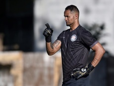 Coach quits Brazil club over keeper's femicide conviction