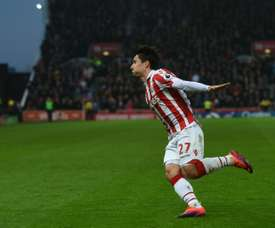 Atacante volta ao seu país cedido pelo Stoke City. AFP