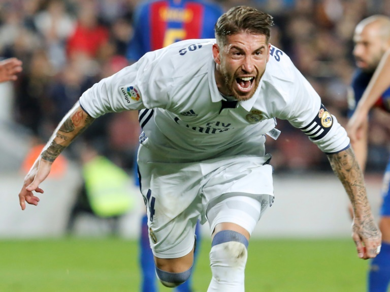 Iniesta dedica último jersey del Clásico español a Sergio Ramos