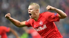 El United quiere comprar a Haaland en enero y dejarlo cedido en el Salzburgo hasta junio. AFP