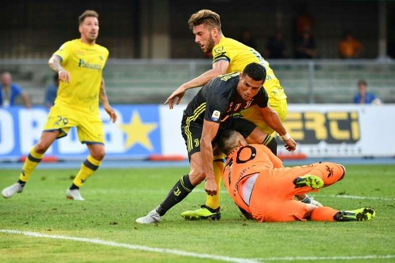 Sorrentino habló del partido que le paró un penalti a Cristiano. AFP