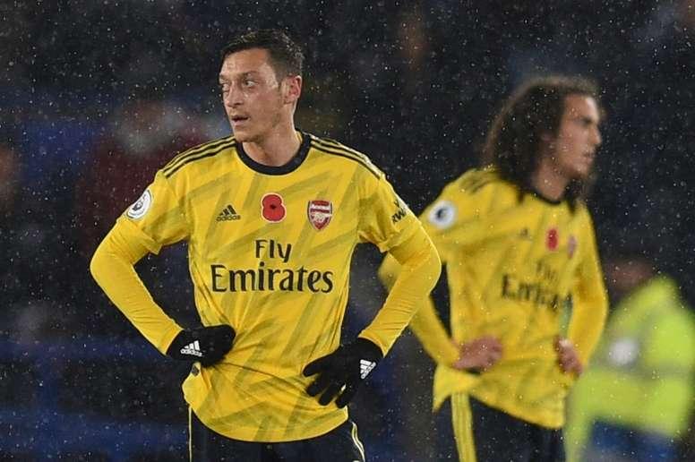 Özil desabafa após ficar de fora das listas do Arsenal. AFP