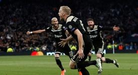 Van de Beek foi o grande destaque da elástica goleada do Ajax por 8 a 0 sobre o Nac Breda. AFP