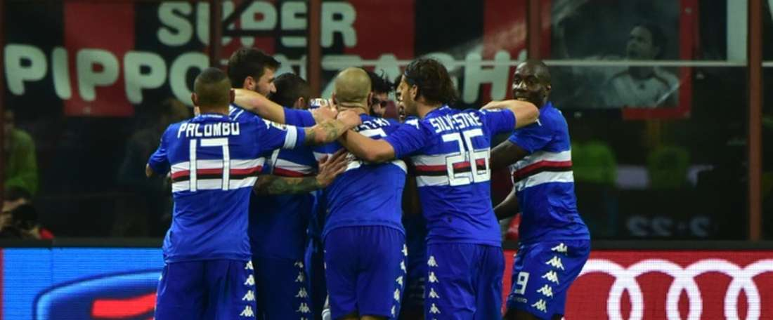 Sampdorias midfielder Roberto Soriano celebrates with teammates after scoring during the Italian Serie A football match between AC Milan and Sampdoria on April 12, 2015