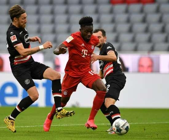 Alphonso Davies, destaque do Bayern de Munique. AFP