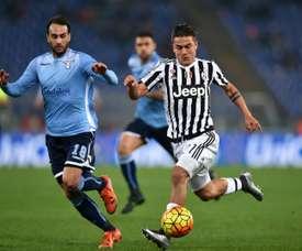Gentiletti (izq) ha sido presentado como jugador del Génova. AFP