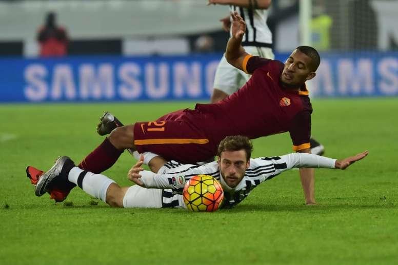 El centrocampista de la Roma no tuvo mucha suerte en su etapa en la Roma. AFP