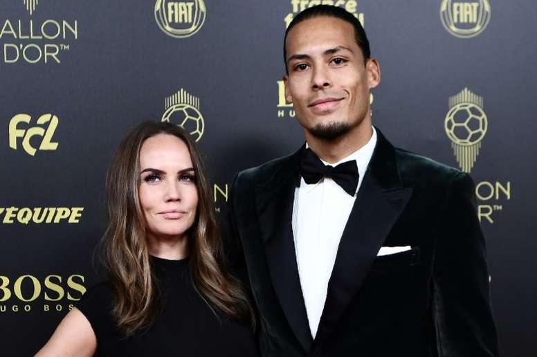 Virgil van Dijk avec sa femme  Rike Nooitgedagt à Paris. AFP
