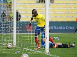 Ecuadors Enner Valencia scores his second goal against Bolivia during their Russia 2018 FIFA World Cup qualifier football match in La Paz, on October 11, 2016