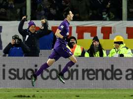 Fiorentinas Croatian forward Nikola Kalinic (C) celebrates after scoring during the Italian Serie A football match between Fiorentina and Juventus at Artemio Franchi Stadium in Florence on January 15, 2017