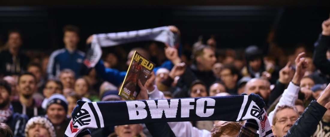 El Bolton Wanderers busca reforzar su plantilla. AFP
