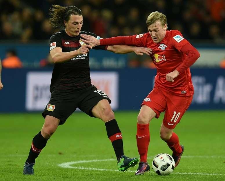 Leverkusen e Leipzig empatam. AFP