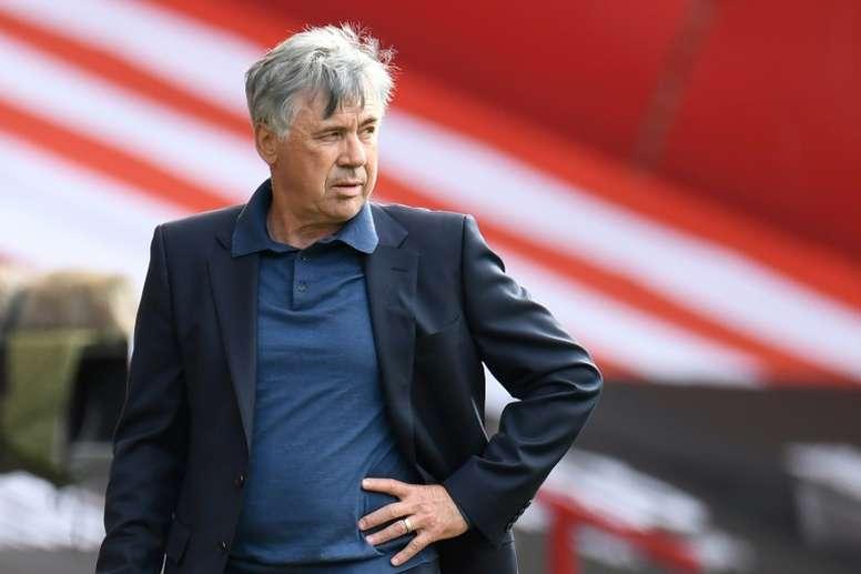 Ancelotti, a los pies de James. AFP