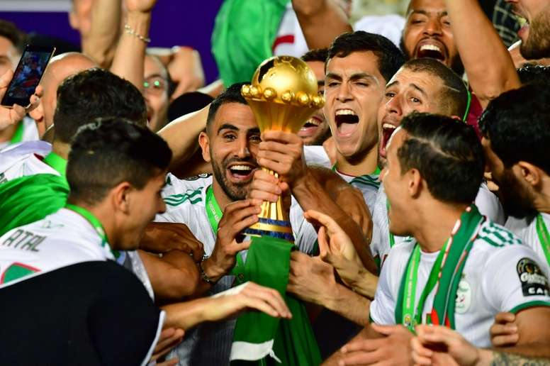 Mahrez est fier d'avoir remporté la CAN avec l'Algérie. AFP
