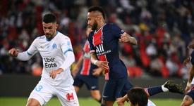 Neymar e Álvaro González levaram briga do campo para as redes sociais. AFP