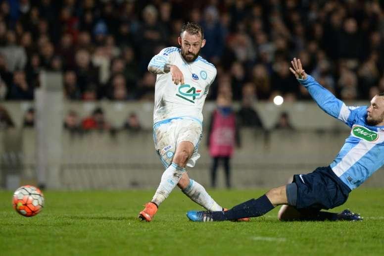 Fletcher remata a puerta el que sería su gol, el segundo del Marsella ante el modesto Trelissac. AFP