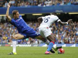 Chelseas Serbian midfielder Nemanja Matic (L) vies with Crystal Palace's French midfielder Bakary Sako during the English Premier League football match in London on August 29, 2015