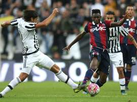 Guinean midfielder Amadou Diawara (R), pictured on October 4, 2015, has signed with Serie A rivals Napoli, both clubs announce