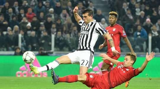 El centrocampista italiano quiere abandonar la Juve este verano. AFP