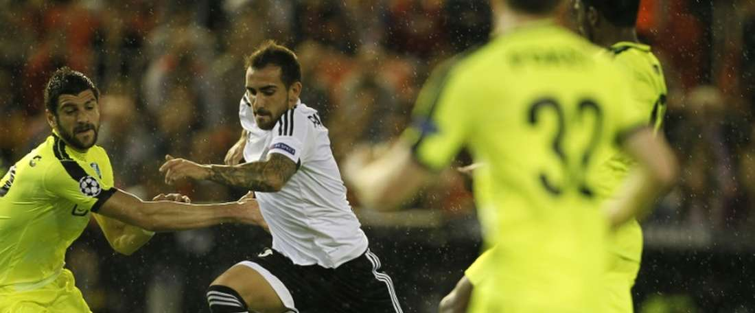 Gents Serbian defender Stefan Mitrovic (L) vies with Valencias forward Paco Alcacer during the UEFA Champions League group H football match Valencia CF vs KAA Gent at the Mestalla stadium in Valencia on October 20, 2015