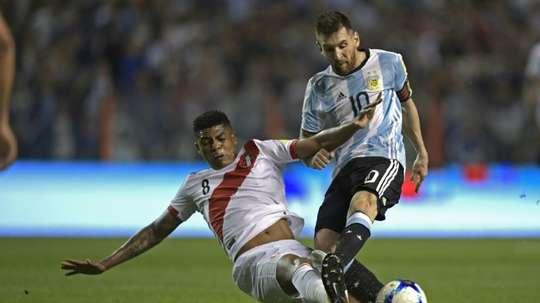 El peruano jugará con los 'tiburones. AFP