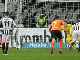 Frankfurts midfielder Makoto Hasebe scores from the penalty spot. AFP