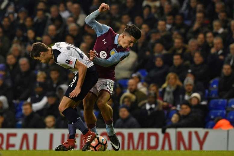 El Aston Villa reaccionó tarde, pero no hay quién lo frene. AFP