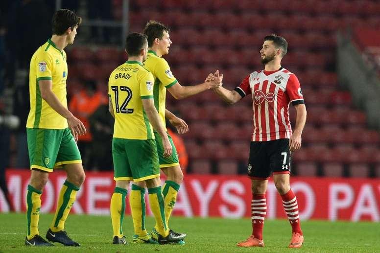 Ryan Bennett (3i) abandonará el Norwich cuando acabe la temporada. AFP/Archivo