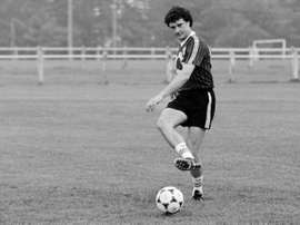 Girondins de Bordeauxs goalkeeper Dominique Dropsy kicks the ball during a training session in Bordeaux on June 22, 1984
