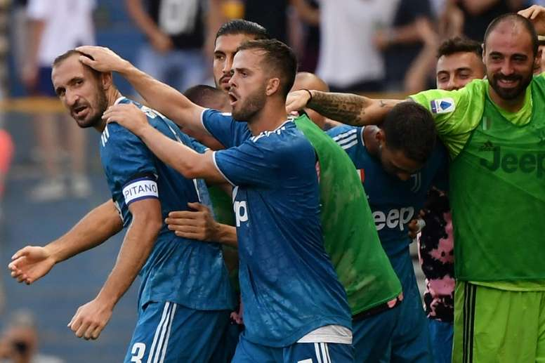 Chiellini gets Juventus off mark as Napoli win Tuscany thriller