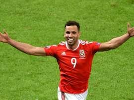 Robson-Kanu no volverá a vestir la camiseta de Gales. AFP